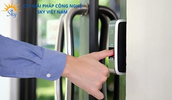 Tại sao khách hàng lại quan tâm đến bảng giá khóa cửa thông minh?
